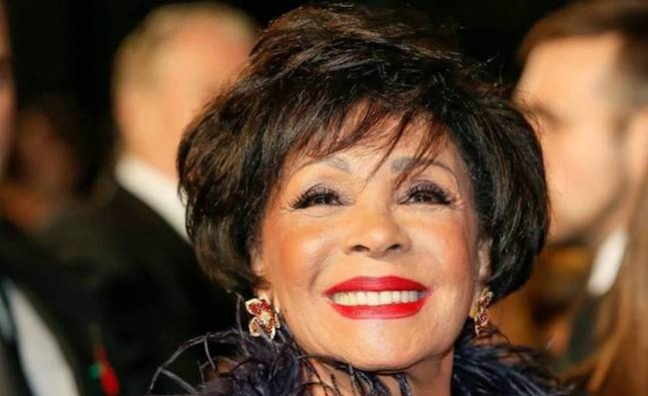 Dame Shirley Bassey signs to Decca Records