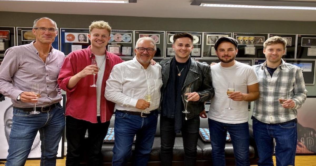 Peermusic UK signs Americana duo Foreign Affairs