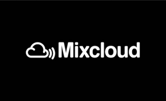 Mixcloud signs licensing deal with WMG