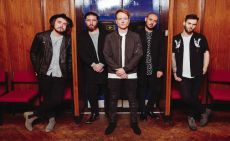 Mallory Knox sign with Columbia in the US